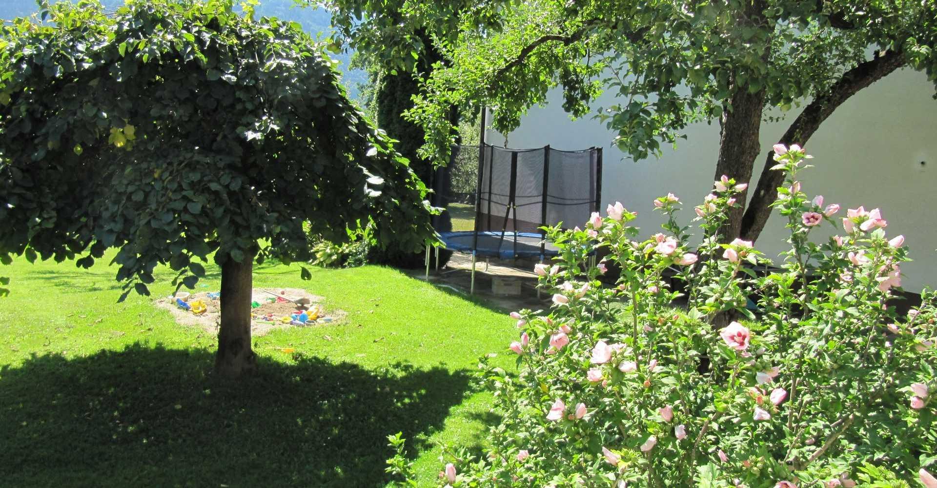 Der Garten in der Familienpension Rasch.
